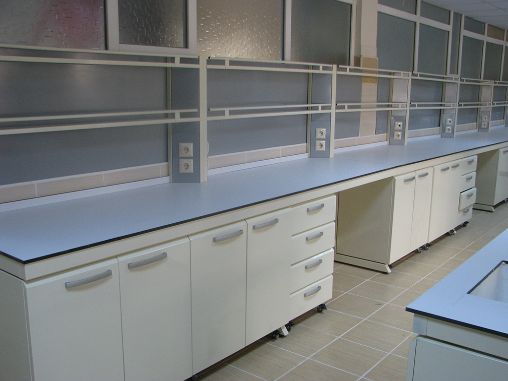 laboratory-material